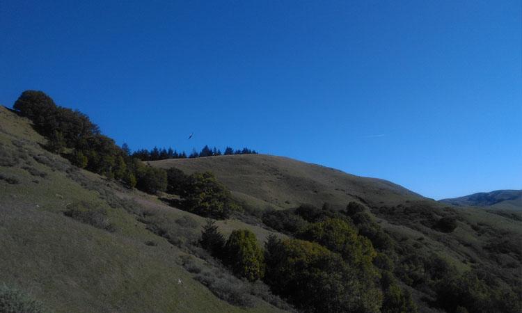 Les montagnes de Spirit Rock, un centre de retraite en Californie