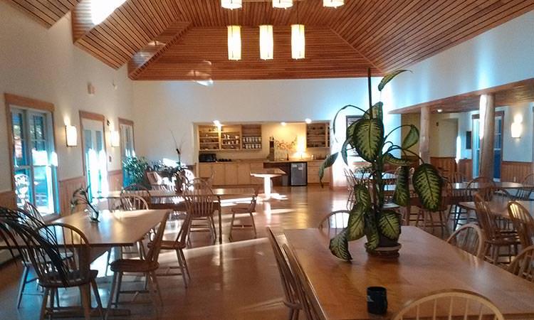 Partir en longue retraite à l'Insight Meditation Society FOREST REFUGE - Salle à manger