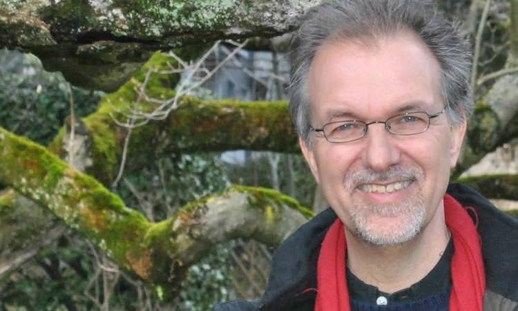 Michel Maxime Egger, l'auteur de La Terre comme soi-même, repères pour une écospiritualité, nous invite à repenser l'avenir pour l'homme et la planète.