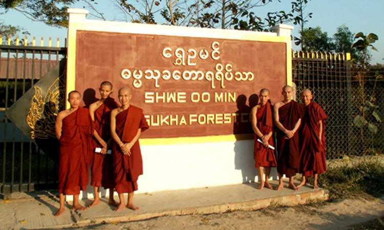 Shwe Oo Min Vivre dans un monastère en Birmanie - Moine de la forêt