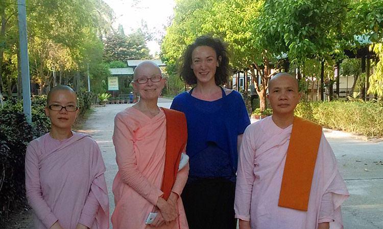 Shwe Oo Min Vivre dans un monastère en Birmanie - Nonnes