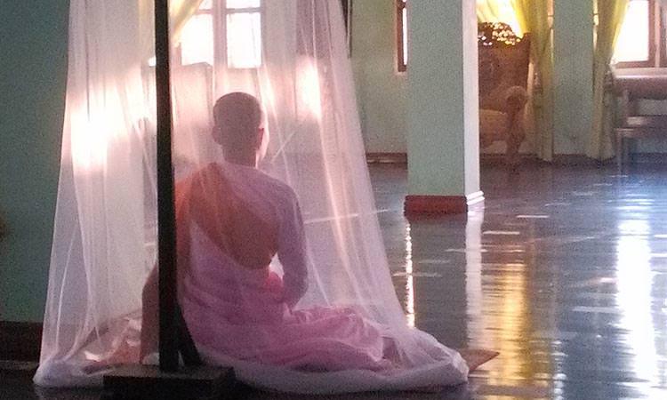Shwe Oo Min Vivre dans un monastère en Birmanie - Salle de méditation