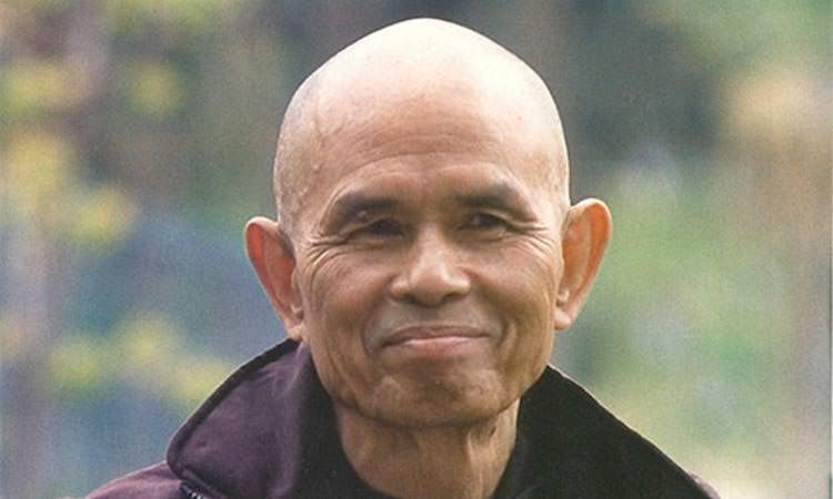 Toucher la vie de Thich Nhat Hanh, un moine bouddhiste vietnamien au village des pruniers