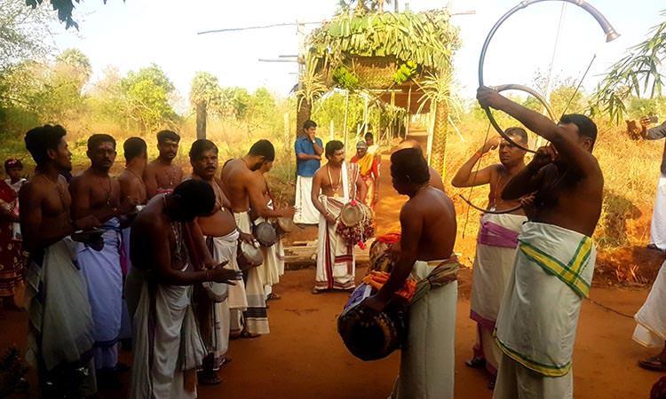 Musique traditionnelle pendant le festival du centre Vaidyagrama en Inde