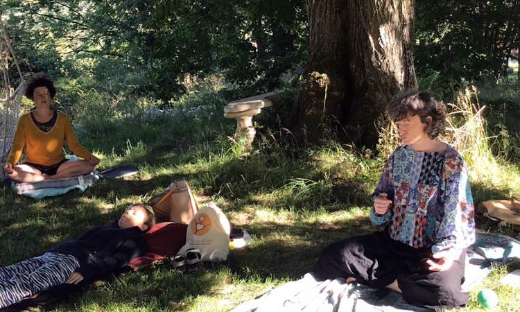 Méditation guidée lors de la retraite dans la Drôme